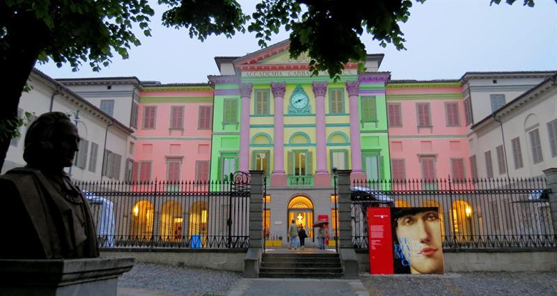 Videomapping sulla facciata della rinnovata pinacoteca Carrara